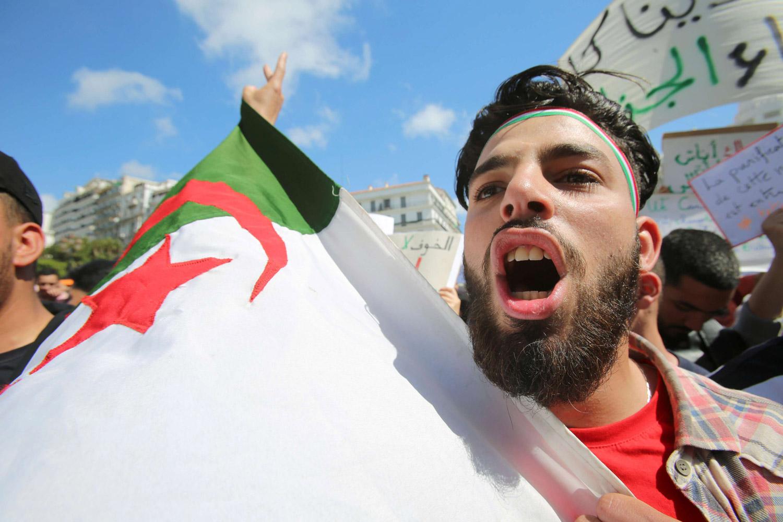 تحليل_الجزائر: السلطة تلعب ورقة تعديل الدستور لإخماد الحراك